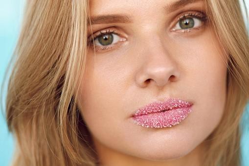 lip-scrub