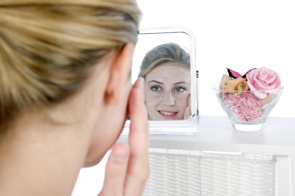 Apply beauty cream to face mirror